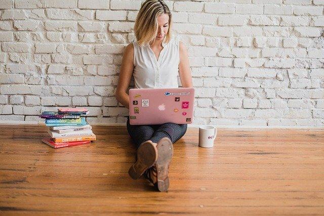 Influencer Writing Girl Woman